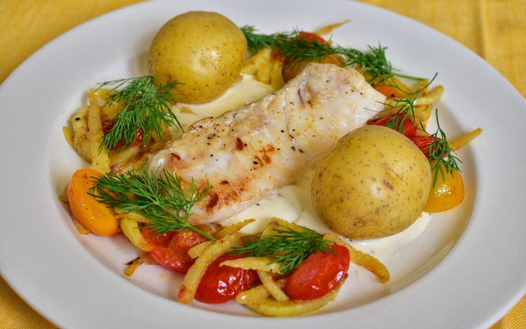 Torsk med fänkål, tomat och kokt potatis