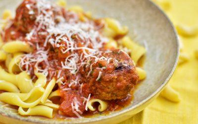 Lammköttbullar i tomatsås med pasta