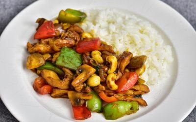 Kyckling med cashewnötter och thaibasilika