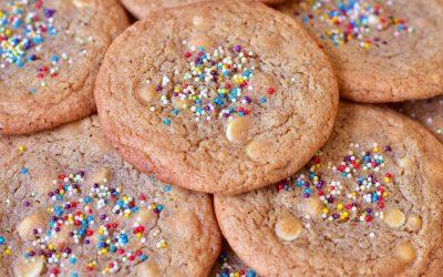 Cookies med vit choklad och strössel