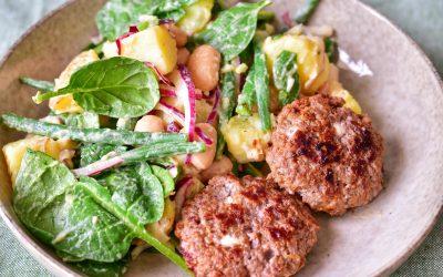 Potatis- och bönsallad med färsbiffar