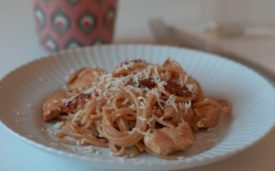 Pasta med kyckling och soltorkade tomater