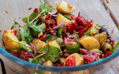 Somrig potatissallad med soltorkad tomat